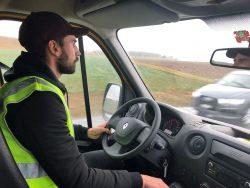 Renato Ramos si concentra per applicare le semplici misure della guida Eco-Drive.