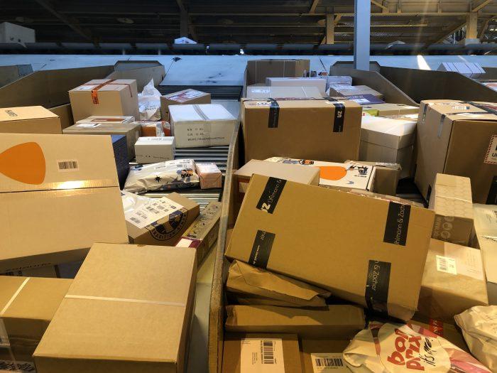 Rund 150'000 zusätzliche Pakete sind termingerecht auf dem Weg zu den Postkunden.