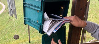 La cassetta delle lettere sospesa
