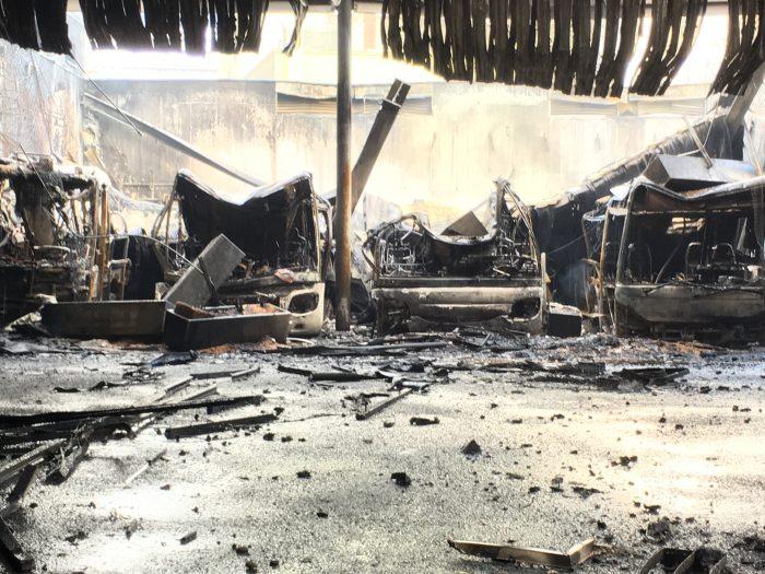 20 Postautos erlitten Totalschaden, von vielen blieb nur noch ein Gerippe übrig.