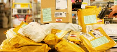 Einkäufe im Internet bescheren der Post Rekordmengen