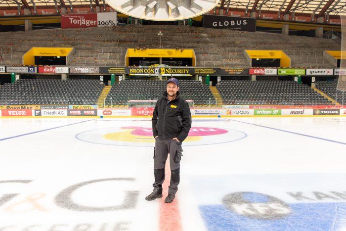 Arbeitsplatz PostFinance-Arena: «Unser Job ist ein Privileg». sagt Eismeister David Kalbermatten. Er ist einer von sieben Eismeister der Post Immobilien Management und Service AG. | Bilder: Lena Schläppi/zvg