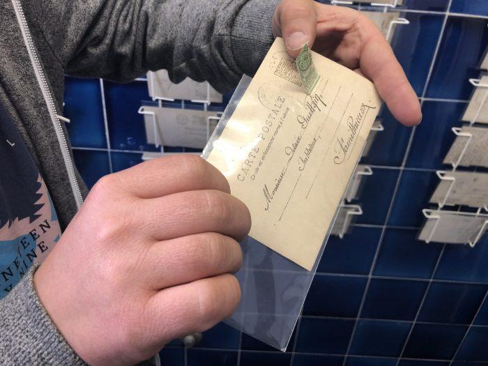 Die Briefmarken wurden früher oft verwendet, um geheime Informationen zu verdecken. Sie waren nur für den Empfänger bestimmt.