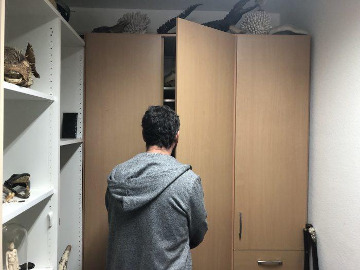 Bewahrt der Schrank weitere Schätze der Sammlung oder ist er eine Geheimtür zum nächsten Raum?
