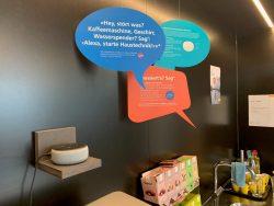 «Alexia» poi fornisce un aiuto ulteriore: i collaboratori attivano l'assistenza con un comando vocale. Vantaggi: meno giri giornalieri a carico dell'assistenza, risparmio fino al 30% sui costi sostenuti in passato.