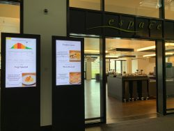 Oltre alle varie proposte di menu, ora sono indicate anche informazioni sull'«ora di punta» prevista nel ristorante del personale della Posta. Questo permette di pianificare meglio la pausa pranzo.