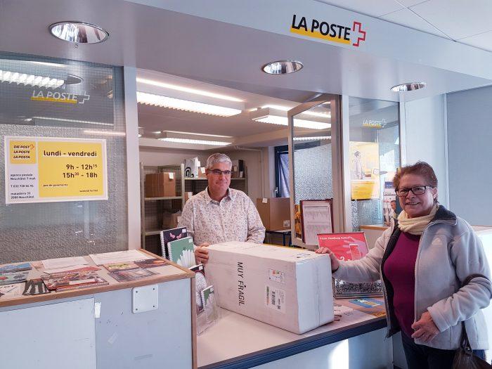 Pascal Jaquet au guichet de la filiale en partenariat de Foyer Handicap, à Neuchâtel 7 Mail.