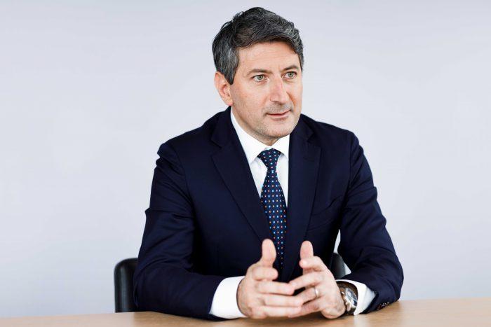 Roberto Cirillo, direttore generale della Posta, è un convinto sostenitore del plurilinguismo.
