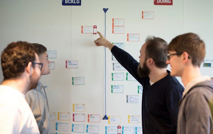 «Wenn unser Kunde seine Vorstellung vom Projekt angebracht hat, gehen wir als Projektteam in den Kreativraum und können unseren Gedanken freien Lauf lassen», beschreibt Lars Bischhausen die Herangehensweise an ein neues Projekt. | Bilder: Die Schweizerische Post