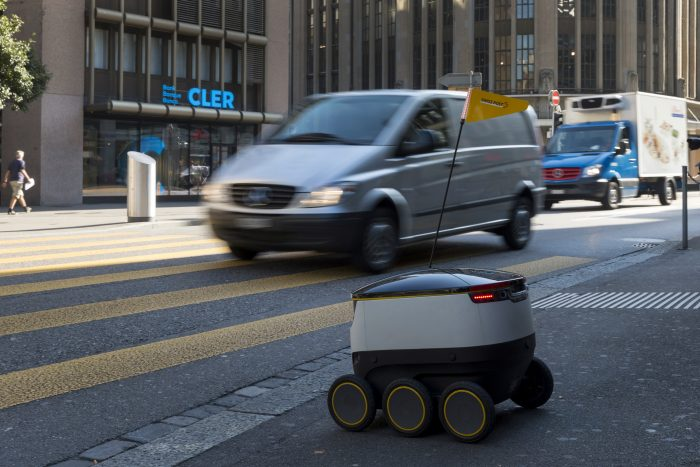 Zulieferroboter in der Innenstadt Zürich