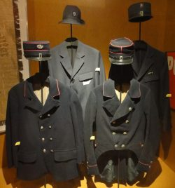Historische Post-Uniformen