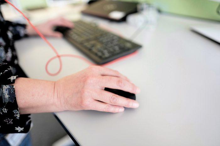 Migliaia di clic: anche nel Servizio clienti il mouse è lo strumento più in uso. | Imagine: Erich Goetschi