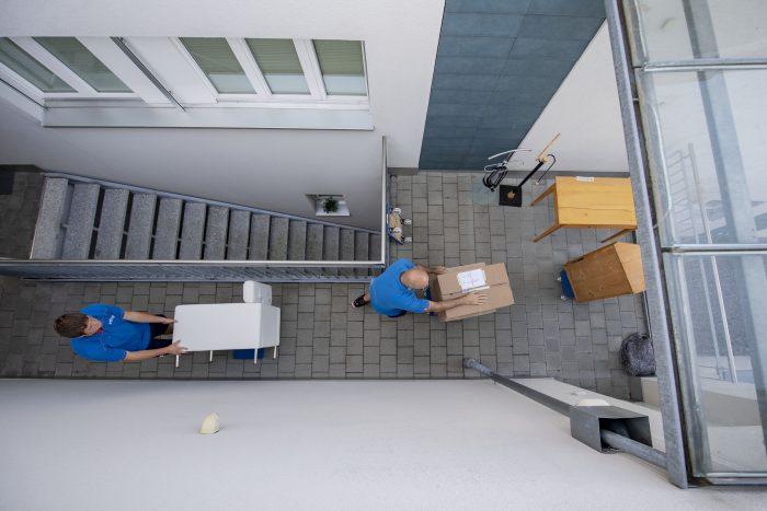 Ohne Kisten schleppen geht's nicht: Ein Umzug gibt viel zu tun. | Copyright Bilder: Die Schweizerische Post