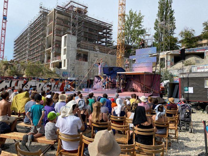 Baustellen-Feeling: Spektakel des Zirkus Chnopf – hier auf dem Areal der Warmbächlibrache in Bern.