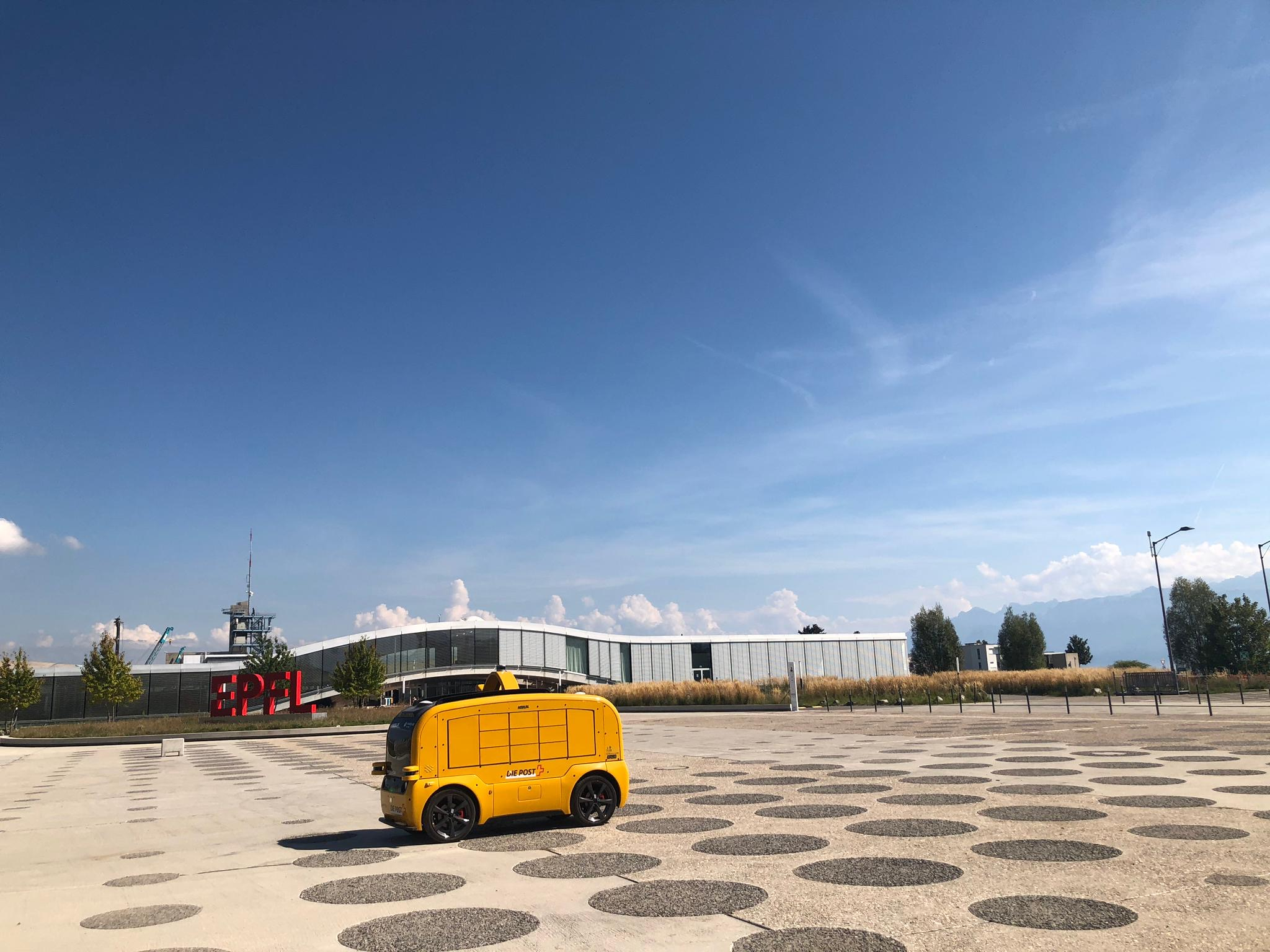 Self-driving shuttle bus delivers meals on EPFL campus