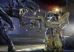 Drammatica lotta contro gli alieni: l'esoscheletro conferisce all'attrice Sigourney Weaver enormi poteri che le consentono di sconfiggere il vorace mostro.