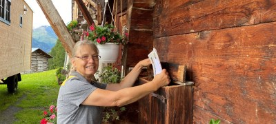 The longest postal round in Switzerland: the mail carrier who covers over 100 km a day