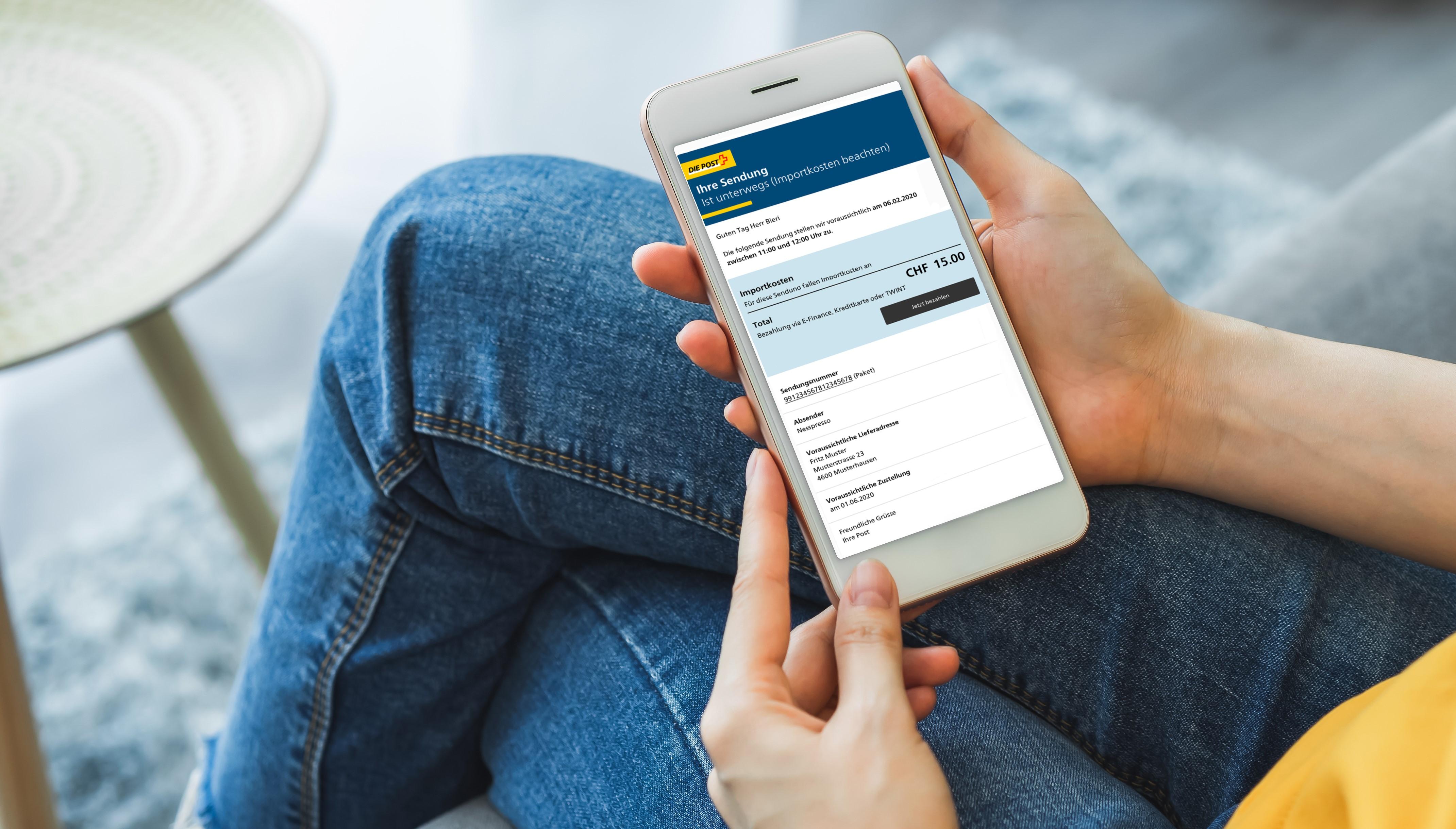 Registrierte Kundinnen und Kunden der Post erhalten nebst Informationen zum Paket und Zustellungstag künftig auch gleich die Importkosten mitgeteilt. So können sie diese mit wenigen Klicks auch gleich online bezahlen.